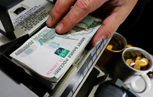 Разница между покупкой и продажей доллара в обменниках достигла 10 рублей
