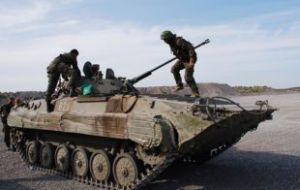 Ополченцы Донбасса отводят артиллерию из зоны конфликта