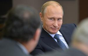Путин заморозил зарплаты чиновников до 2016 года