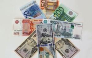 Официальные курсы евро и доллара выросли более чем на рубль