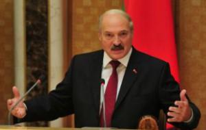 Лукашенко обвинил белорусов в девальвации валюты