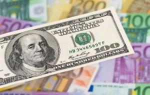 Евро и доллар резко выросли на фоне снижения ставки Центробанка