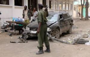 Террористы атаковали отель с министрами в столице Сомали