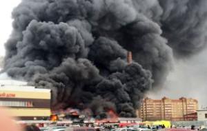 Число жертв пожара в казанском торговом центре выросло до десяти
