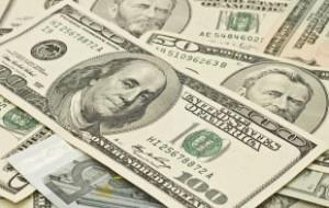 Курс доллара на среду упал ниже 62 рублей