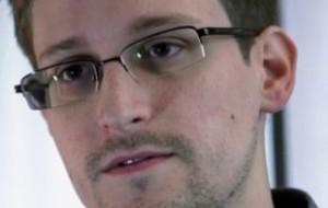 Кучерена: Сноуден ходит в магазины под охраной