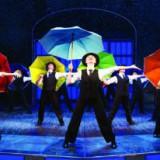 Театр «Россия» приглашает на постановку «Поющие под дождем»