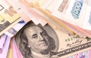 Доллар упал ниже 56 рублей впервые с декабря