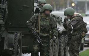 Здание с заблокированными боевиками загорелось в Махачкале