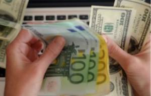 Курс евро и доллара на выходные упал