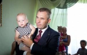 Астахов устроил опрос об уместности связывания детей