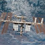 NASA сфотографировало МКС на фоне Солнца
