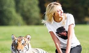 «Мисс Мира-2008» попросила Путина спасти амурского тигренка