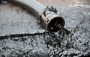 На нефтебазе в Нижневартовске произошла утечка