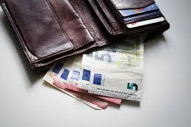 Официальный курс евро вырос до 70,21 рубля