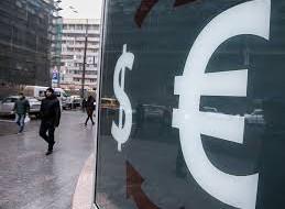 Официальный курс евро повысился до 77,61 рубля