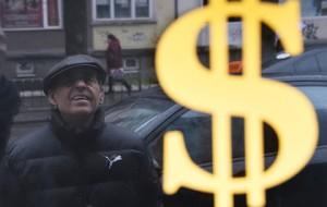 Курс доллара впервые превысил 72 рубля