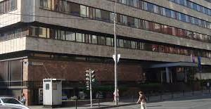 В Москве автомобиль врезался в здание посольства Словакии