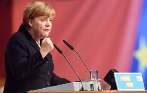 Немецкие социологи сообщили о рекордном падении рейтинга партии Меркель