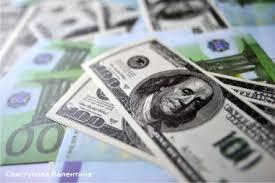 Биржевые курсы доллара и евро обрушились в четверг днем