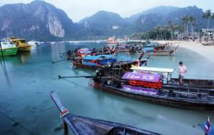 Двое российских туристов попали под винты катера в Таиланде