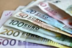 Официальный курс евро на выходные вырос до 89,84 рубля