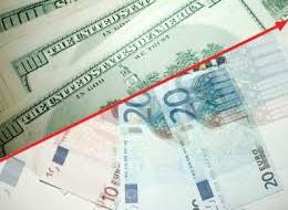 Средневзвешенный курс доллара вырос более чем на 1,5 рубля
