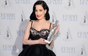 Звезда стриптиза получила премию за нижнее белье для полных женщин