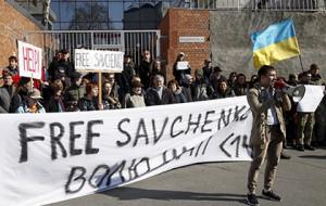 Российское посольство в Киеве забросали камнями и облили йодом