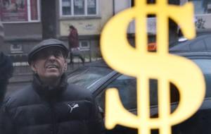 Банк России опустил доллар к 70 рублям
