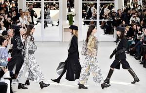 Chanel украсила эмодзи одежду из новой коллекции