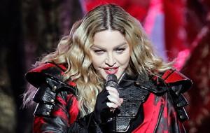 Филиппинцы обвинили Мадонну в оскорблении национального флага