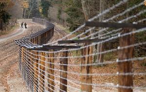 Латвия построила первые три километра забора на границе с Россией