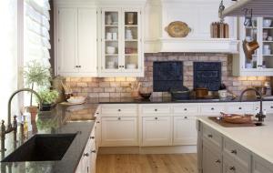 Создаем кухонный фартук: основные материалы