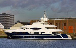 СМИ сообщили о продаже яхты Михаила Лесина в США