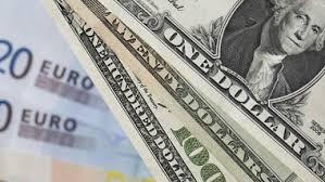 ЦБ снизил «праздничный» курс евро и доллара к рублю