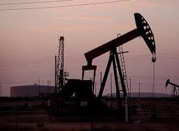 Нефть слабо растет на ожидании данных по запасам в США