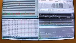 Рынок акций РФ открылся ростом индексов в понедельник утром