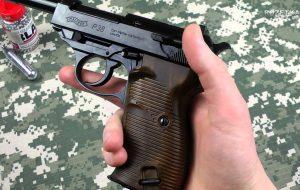 Известная копия пневматического пистолета Walther P-38.