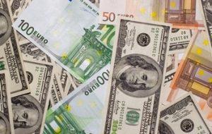Евро и доллар потеряли более 20 копеек