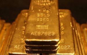 Золото подорожало до максимума с августа 2014 года