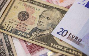 Курс доллара в понедельник утром поднялся на 12 копеек