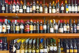 Медведев продлил действия старых акцизных марок на алкоголь