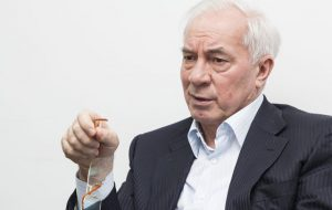 Военная прокуратура Украины вызвала на допрос бывшего премьера Азарова