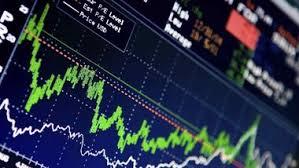 Разнонаправленным изменением индексов открылся в четверг рынок акций РФ