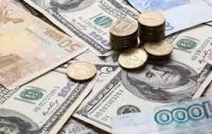 Курс доллара в понедельник утром вырос на 18 копеек