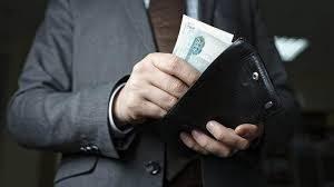 Правительство РФ опровергло повышение зарплаты чиновникам на 38%