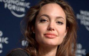 Джоли заявила о достижении договоренности по опеке над детьми