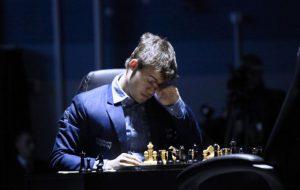 Карякин назвал Карлсена фаворитом матча за шахматную корону