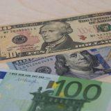 Курс евро упал до минимума за полтора года